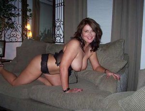 Anne-yvonne adult escorts in Deltona, FL